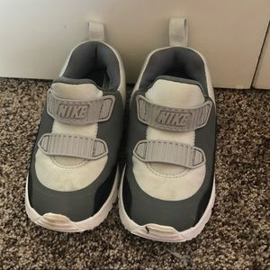 Nike boys toddler tennis shoes